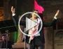 الفنان وائل كفوري يتزيّن بالشماغ الأردني في مهرجان جرش
