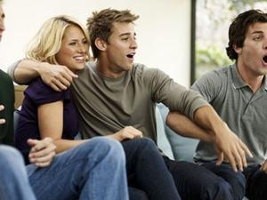 أول 6 أشياء يلاحظها الرجال في النساء 0The_6_Things_Guys_Notice_6_Seconds_After_You_Meet
