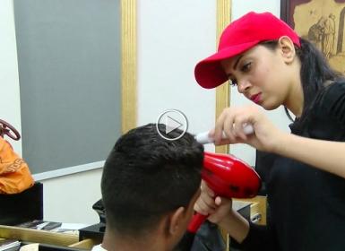 سكر فتاة مصرية تحلق شعر ...