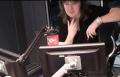"""فأر  يقتحم راديو الـ""""بي بي سي"""" ببث مباشر"""