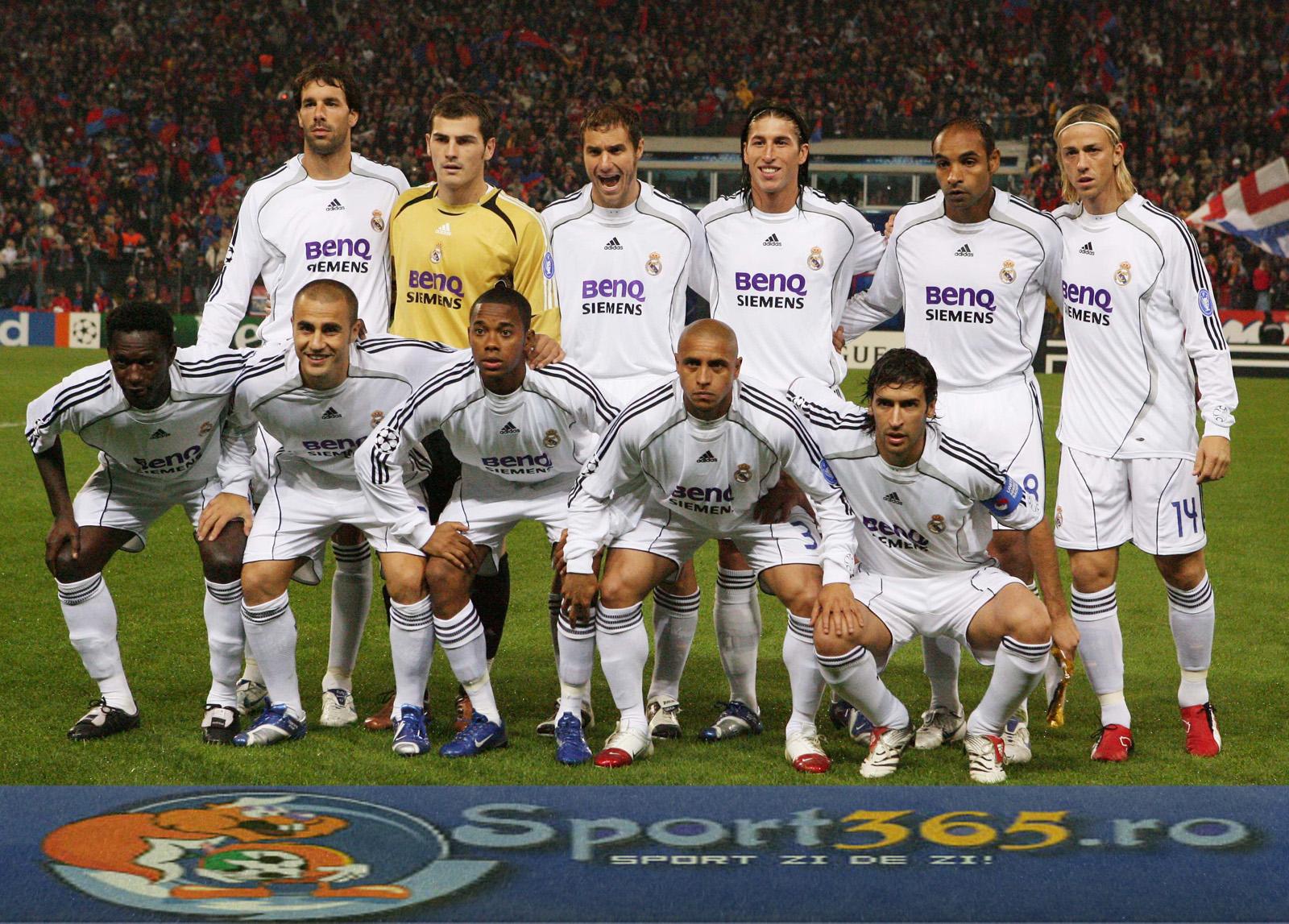 يتفرج مباراة ريال مدريد .