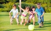 هل أدافع عن ابني الضعيف أثناء لعبه الاجتماعي؟