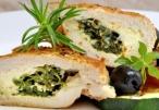 رول الدجاج مع الريكوتا والسبانخ من مطبخ بكرا