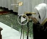 السعودية: إمام المسجد الحرام يخرج عن المعتاد ويترك الترتيل في الدعاء