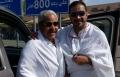 محمد رجب بملابس الإحرام مع والده في الحرم المكي