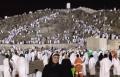 ياسمين عبد العزيز تنشر صورتها على جبل عرفات