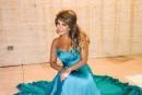 ليليا الأطرش تتألق بالأزرق بزفاف صديقتها المقربة