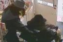 انجلترا: لصان يتخفيان بزي نسائي لسرقة مكتب بريد