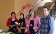 بنك مركنتيل في كفرياسيف يهنِّىء النساء بعيدهنّ ويوزّع عليهن الزهور