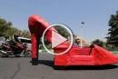 ايران: ماسح الأحذية يثير الدهشة والضجة