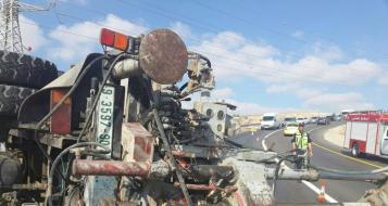 حزمة: انقلاب شاحنة فلسطينية واصابة شخصين