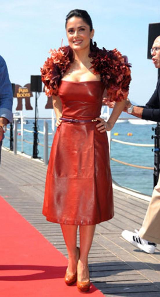 فساتين سلمى حايك تخطف الأنظار في افتتاح مهرجان كان2011 tt2_5-552x1024.jpg