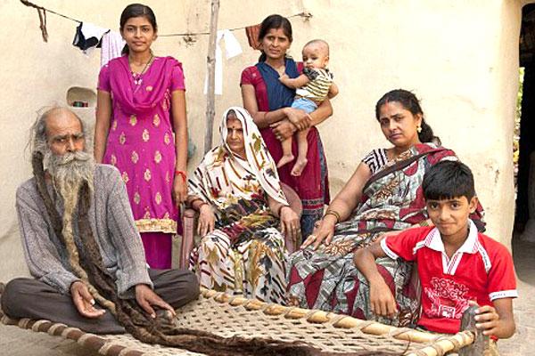 هندي لم يستحم منذ 37 سنة بانتظار مولود ذكر  1