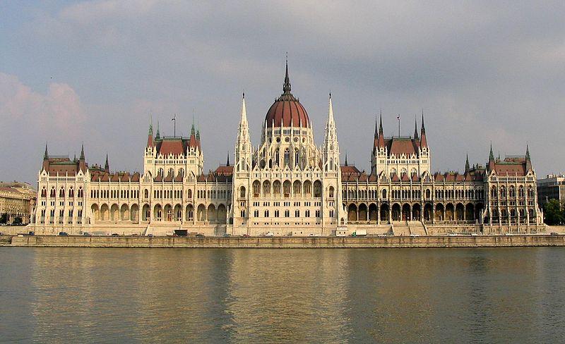 ثورة - بودابست ثورة بالسياحة وتاريخ من الحضارة 800px-Budapest_Parliament_4604