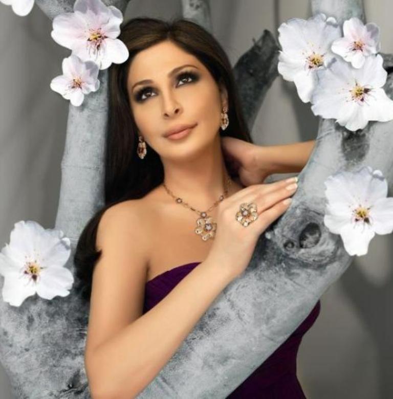 اعلانات اليسا لمجوهرات لازوردي لربيع وصيف 2011
