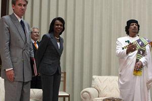 معمر القذافي وكوندليزا رايس العشق