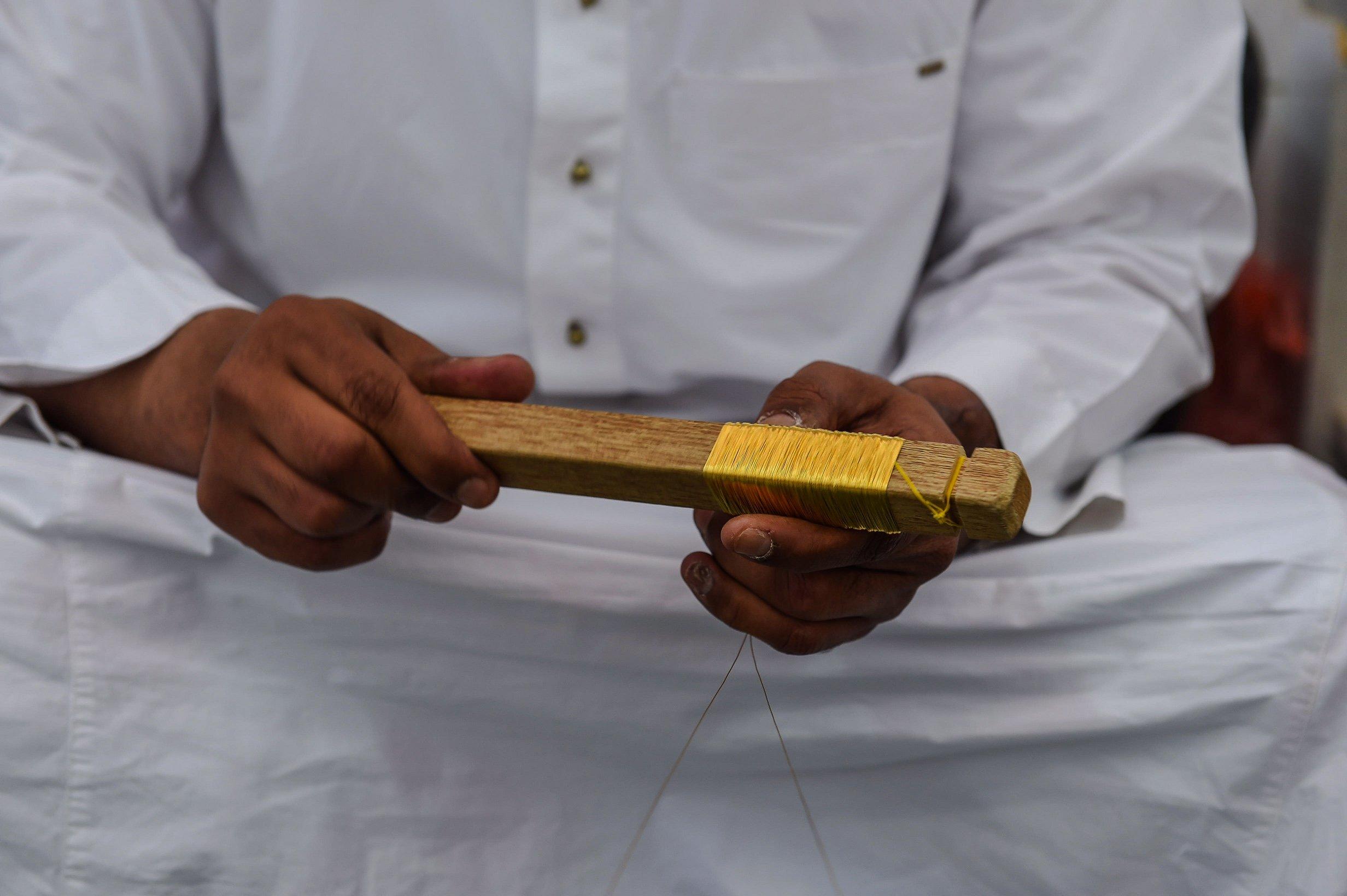 شاهد مراحل صناعة كسوة الكعبة.. الثوب الأغلى بالعالم 144467436