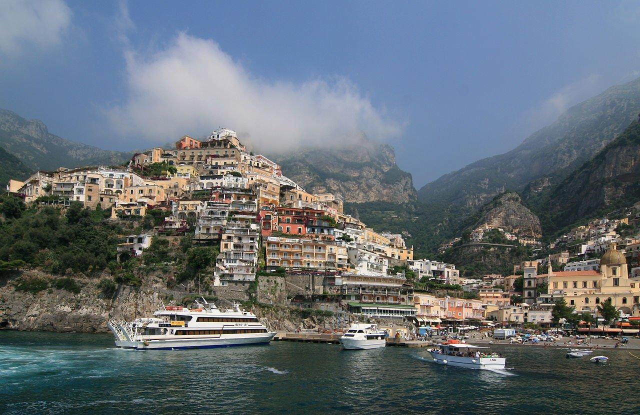بوزيتانو - إيطاليا: قرية تستمد من الطبيعة سحرها 310630825