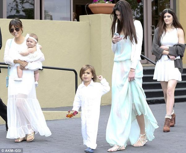 عائلة كارداشيان تحتفل بعيد الفصح المجيد