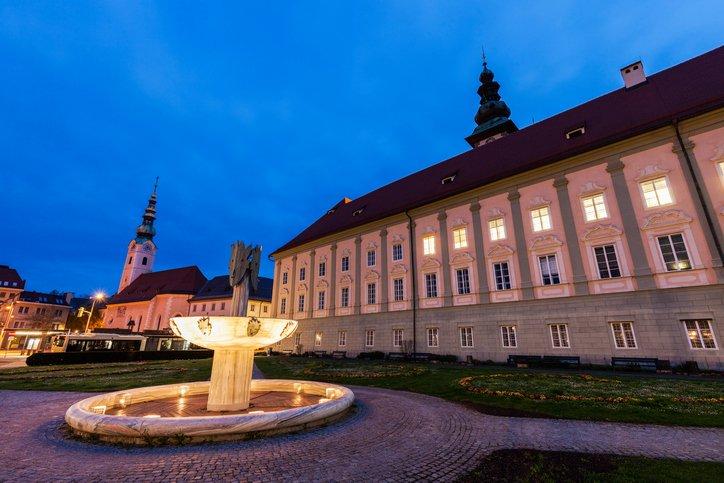 تعرف على مدينة كلاغنفورت النمساوية 723917598