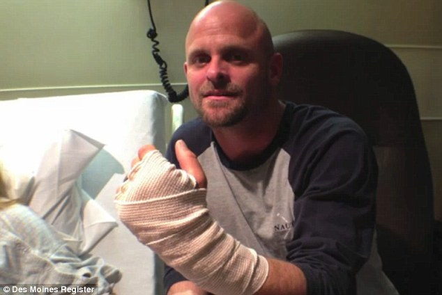 بالفيديو والصور… رجل يعضّ كلباً لينقذ زوجته
