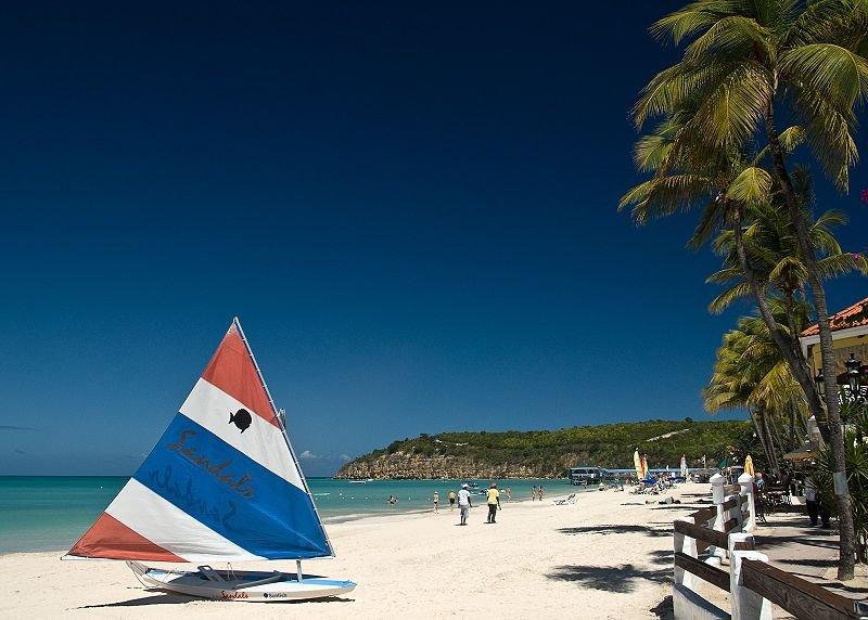 """الجمال الكاريبي وكنوز التاريخ في """"أنتيغا"""" 801154426"""