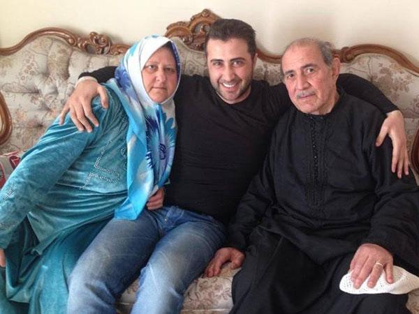 عبد الكريم حمدان يلتقي والديه بعد الفراق