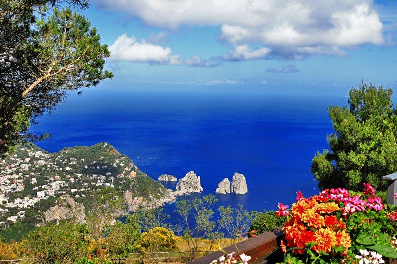 زيارة إلى جزيرة كابري ..جزيرة الأغنياء و المشهورين 1013884990