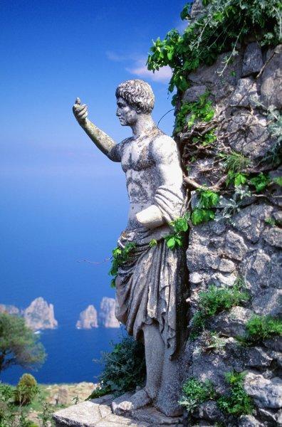 زيارة إلى جزيرة كابري ..جزيرة الأغنياء و المشهورين 417888343