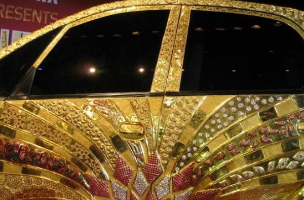 سيارة هندية عجيبه 1324855155.jpg