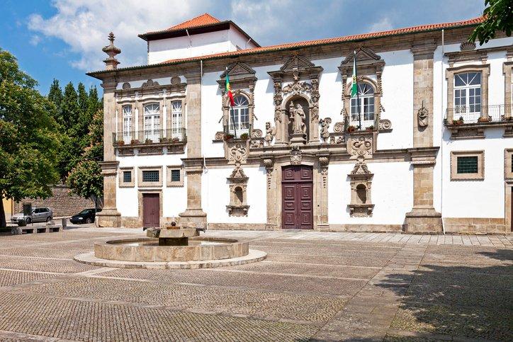 تعرفوا على غيماريش عاصمة البرتغال الثقافية 110179333