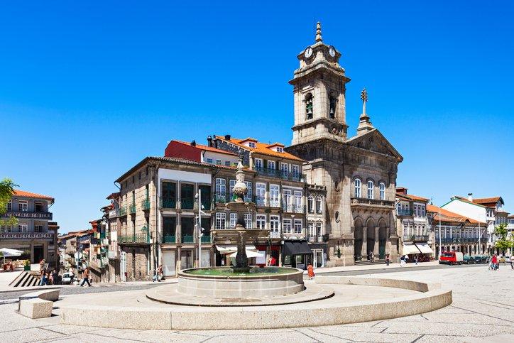 تعرفوا على غيماريش عاصمة البرتغال الثقافية 1347082225