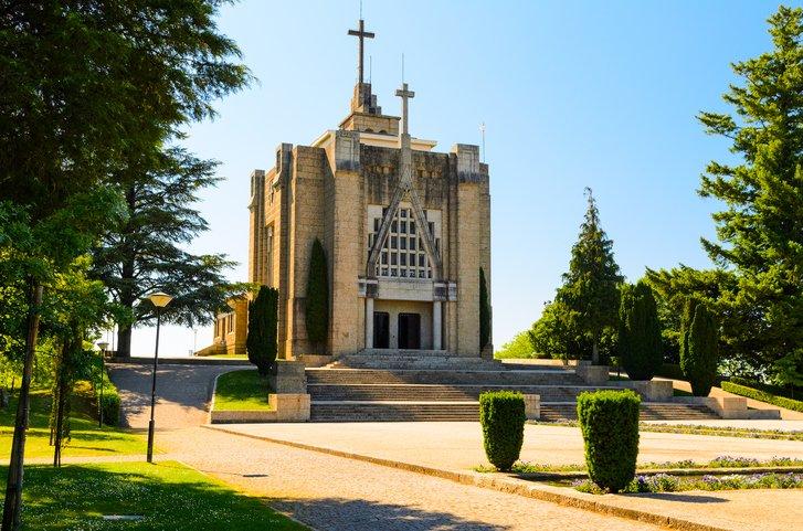 تعرفوا على غيماريش عاصمة البرتغال الثقافية 391601639