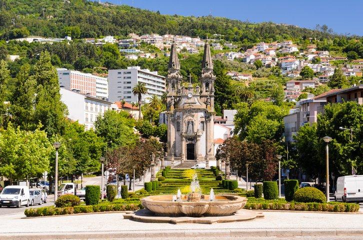 تعرفوا على غيماريش عاصمة البرتغال الثقافية 736933134