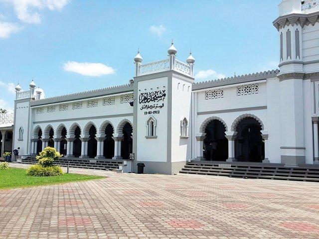 مساجد في آسيا تحف معمارية عصرية 1017768360