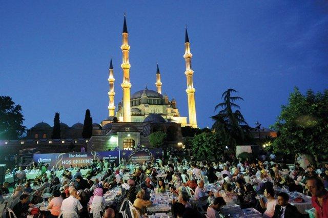مساجد في آسيا تحف معمارية عصرية 1058676352