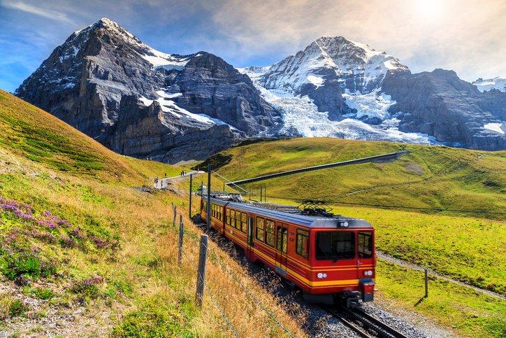 انترلاكن... من أجمل القرى السويسريه 1008048783