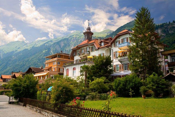 انترلاكن... من أجمل القرى السويسريه 1245109641