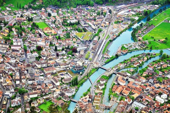 انترلاكن... من أجمل القرى السويسريه 1349517480