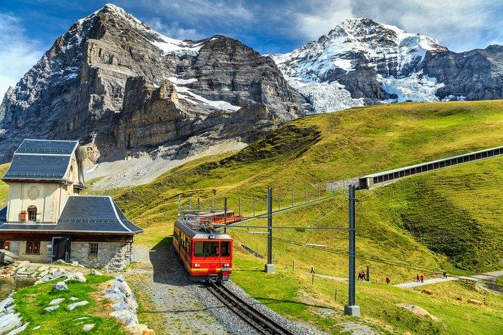 انترلاكن... من أجمل القرى السويسريه 1560254587