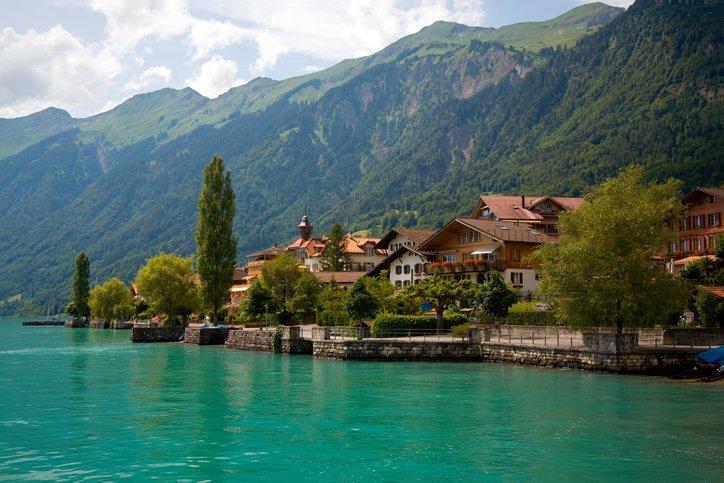 انترلاكن... من أجمل القرى السويسريه 1906452643