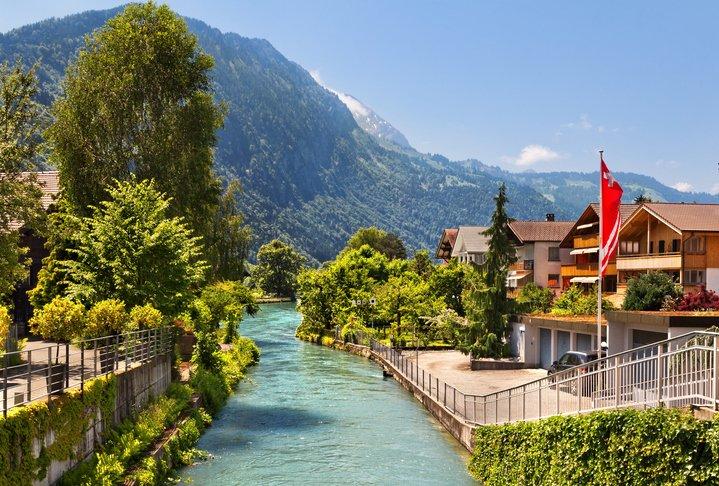 انترلاكن... من أجمل القرى السويسريه 398628427