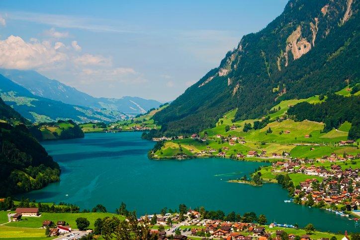 انترلاكن... من أجمل القرى السويسريه 738130454