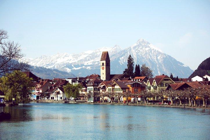 انترلاكن... من أجمل القرى السويسريه 993129086