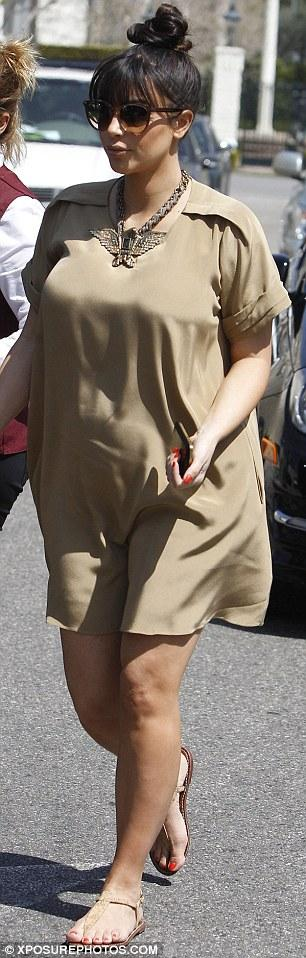 كيم كارداشيان في اول فستان للحوامل