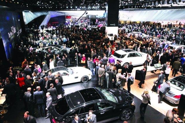 سيارات ديترويت تعتمد التكنولوجيا لكسب الشباب