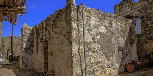 مسجد عمره أكثر من 12 قرن في النماص 721040339