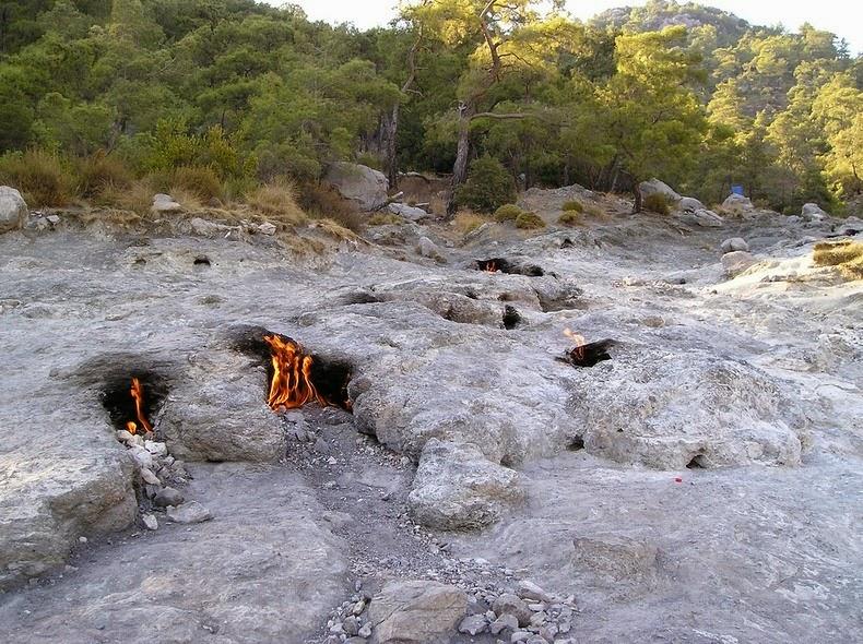 الصخور المشتعلة كايميرا بتركيا