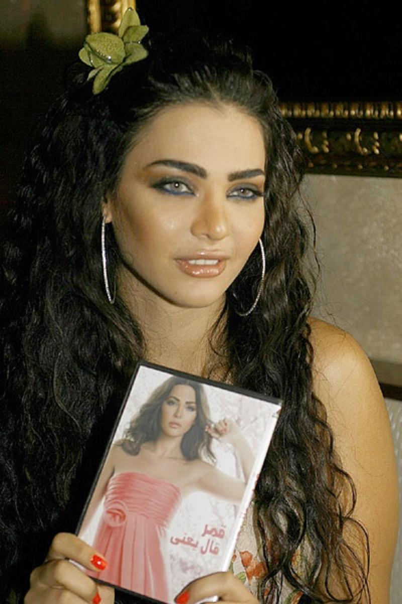 """وفقًا لتصريحات والدتها: قمر"""" اللبنانية حامل بلا زواج!"""