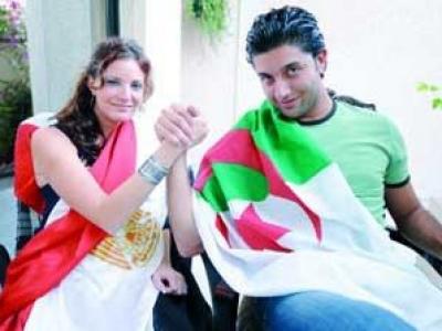 الشعب المصرى يحتفل بصعود الجزائر المونديال 2014 213057